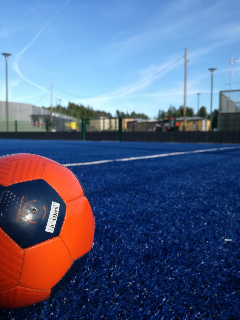 Vaikuttaako FIFA 11+ harjoitusohjelma vammojen ennaltaehkäisyyn ja vähentämiseen ...